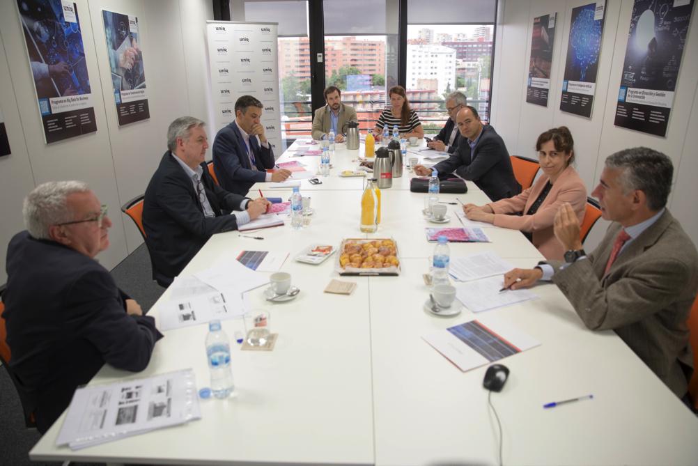 Reunión moderada por Dr. Vicente Soriano en la UNIR